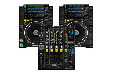 Pioneer DJ CDJ-2000 NXS2 with DJM-900NXS2