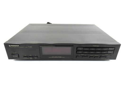 Pioneer F-656 FM/AM Digital Synthesiser Tuner